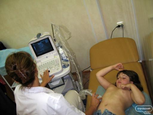Русское гинеколог ебёт пациентку при друге Прелестно